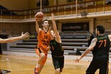 Самым результативным игроком домашней встречи с «Уралмашем» стал баскетболист нашей команды Дмитрий Незванкин (№39) — 17 очков.